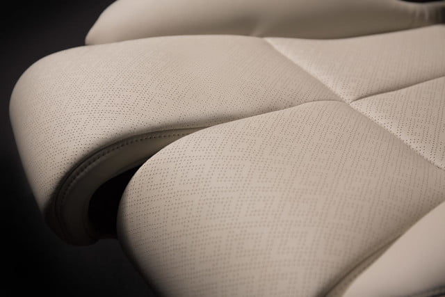 Lincoln Continental Concept 30-way seat