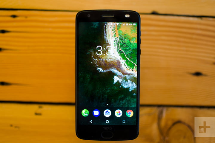 Moto Z2 Force hands-on review screen