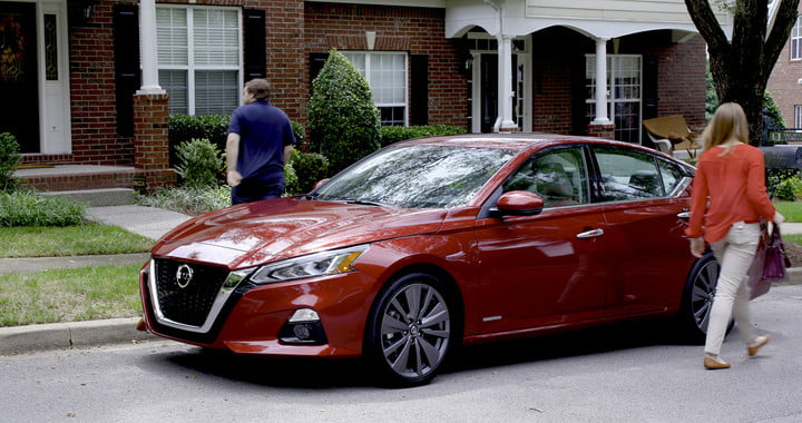 nissan wants no child or pet left behind in a hot car with rear door alert 2019 altima and