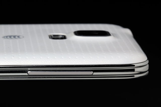 Samsung Galaxy S5 review macro left side