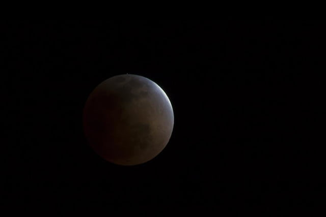 grab camera head outside now blood moon makes second appearance smp 20140414 eclipse progress 3