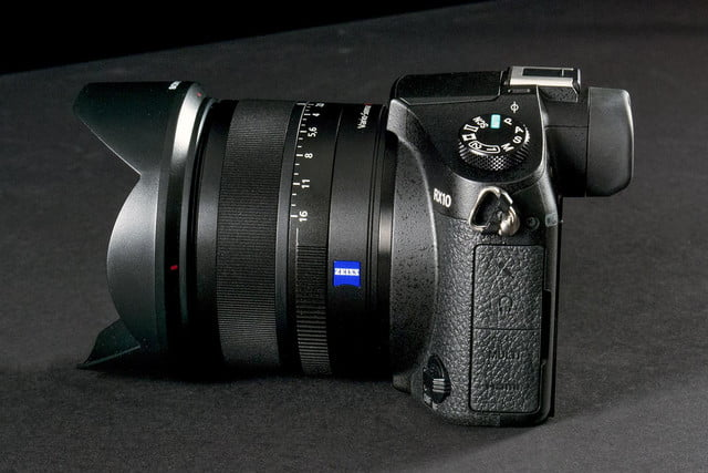 Sony DSC-RX10 review profile right