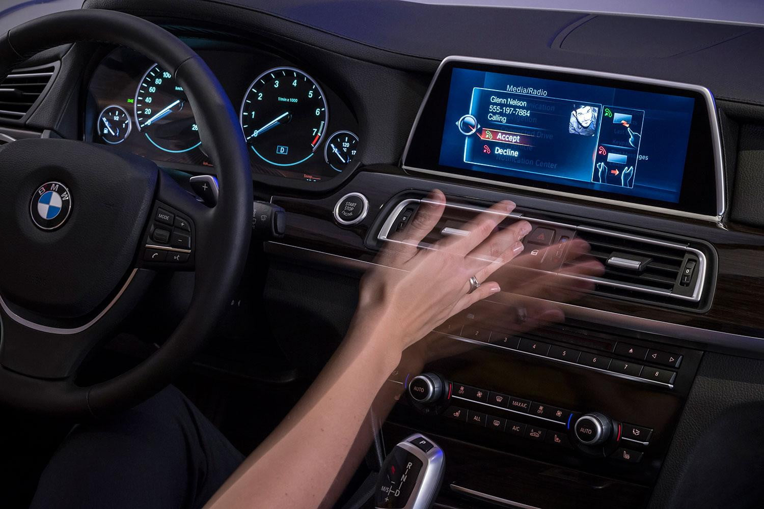 New Bmw Idrive Features Touchscreen And Gesture