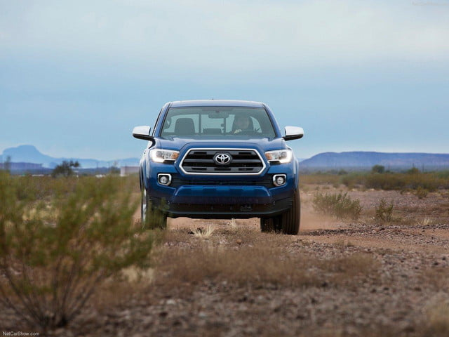 Toyota-Tacoma_2016_front offroad