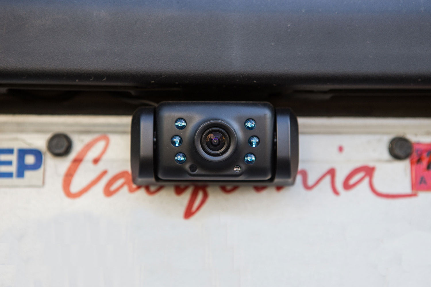 yada wireless backup camera with 5 dash monitor review digital trends rh digitaltrends com Yada Backup Camera Costco yada backup camera wireless 5 monitor
